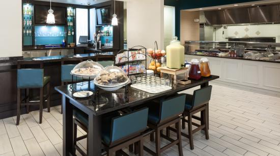 Hilton Garden Inn Rockaway: Breakfast