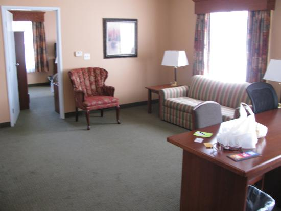 GrandStay Residential Suites Hotel - Sheboygan: Living Room of our two-bedroom suite