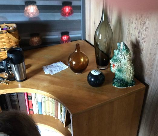 The Andiron -- Seaside Inn & Cabins : A few 50s collectables in a corner