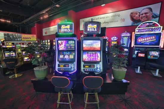 Lucky Club Casino and Hotel: Casino