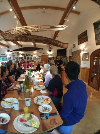 Madawaska Kanu Centre: Morning breakfast in the lodge.