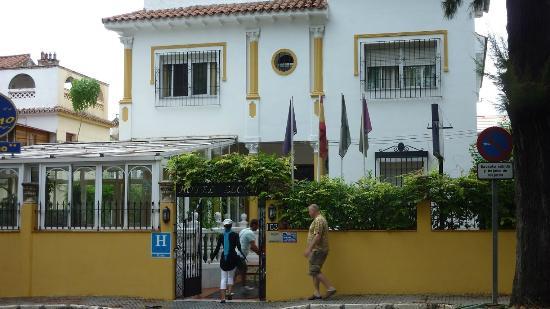 Hotel Elcano: Front view