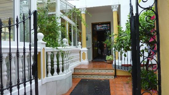 Hotel Elcano: Entrance