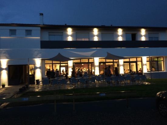 La Salle De Restaurant Enti U00e8rement R U00e9habilit U00e9e
