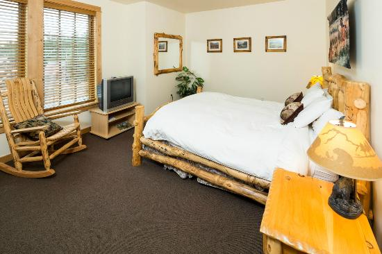 The Lodge at Government Camp: Unit 1 Queen Bedroom #2