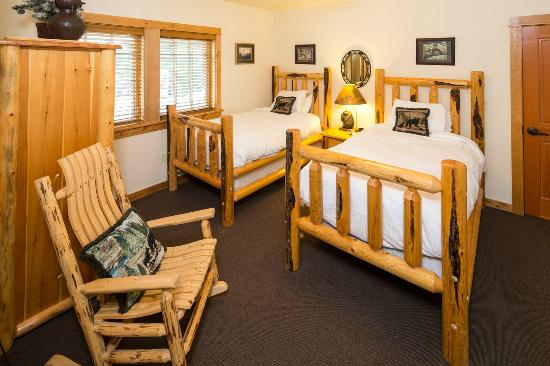 The Lodge at Government Camp: Unit 1 Twin Bedroom