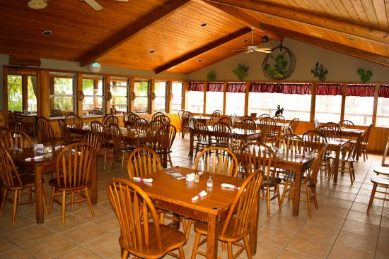 Flying L Hill Country Resort: Main Dining