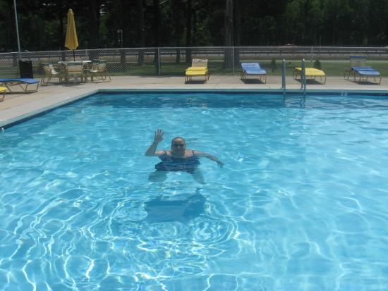 Hyland Motor Inn: So beautiful, the water is crystal clear.