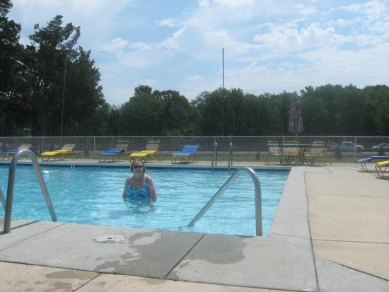 Hyland Motor Inn : One view of the pool....