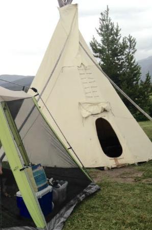 Elk Creek Campground and RV Park: Tipi Exterior