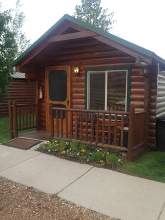 Bryce Canyon Country Cabins : From the outside