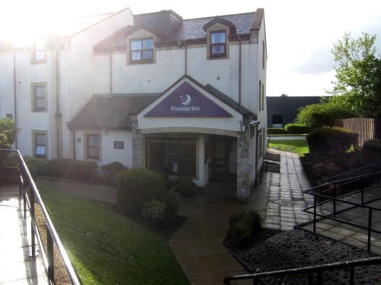 Premier Inn Glasgow (Milngavie) Hotel: entrance