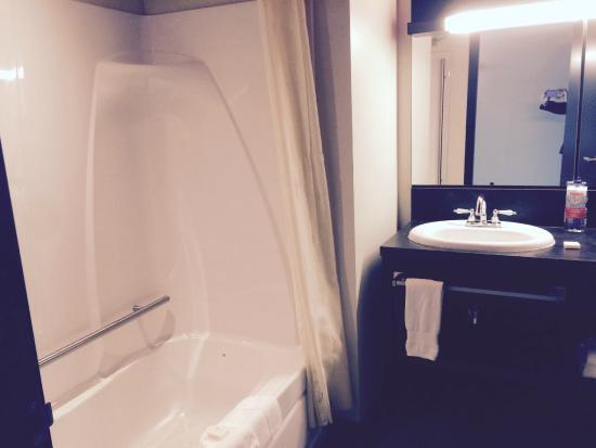 Grand Times Hotel Sherbrooke: salle de bain