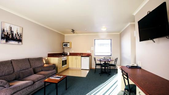 Bella Vista Motel Hamilton: Two Bedroom Apartment - Living