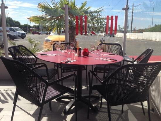 la terrasse picture of restaurant la boucherie royan royan tripadvisor. Black Bedroom Furniture Sets. Home Design Ideas