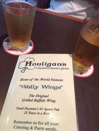 Houligan's Irish Pub: photo2.jpg