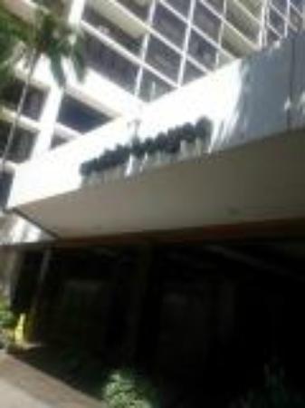Waikiki Banyan: 外観