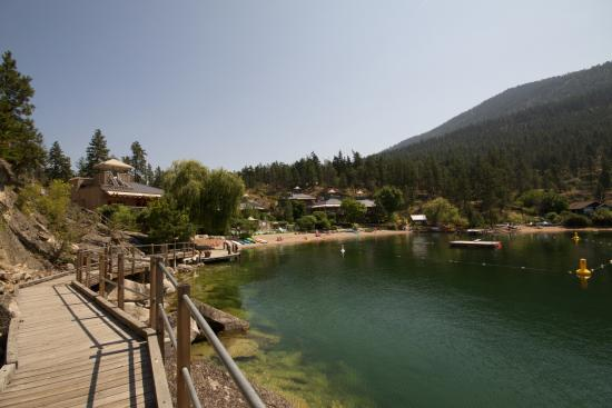 The Outback Resort: Lake view
