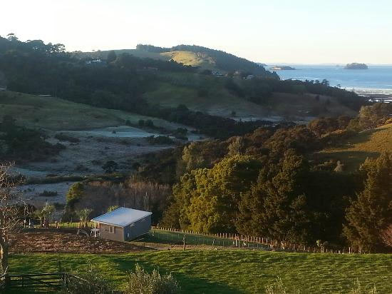 Matakana Castle: Beautiful views of frost in valley