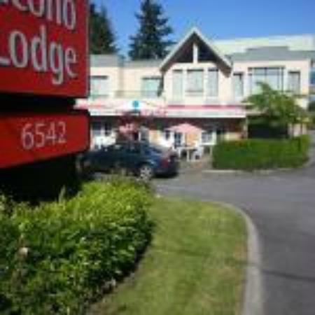 Econo Lodge Surrey: HOTEL ENTRANCE