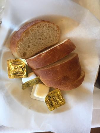 tous les plats sont servis avec salade et pain fait maison photo de la bettola italiano. Black Bedroom Furniture Sets. Home Design Ideas