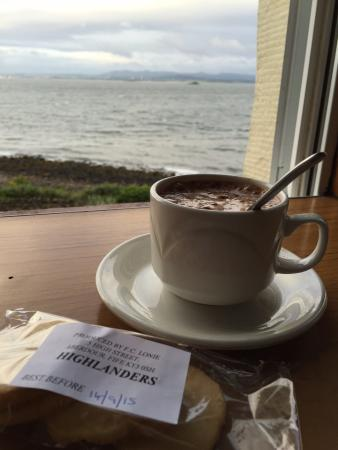 Forth View Hotel: Morning coffee with complimentary highlander cookies