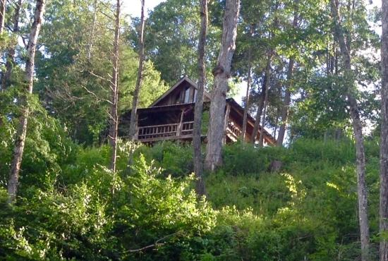 Jerico Bed & Breakfast: View of cabin from the road