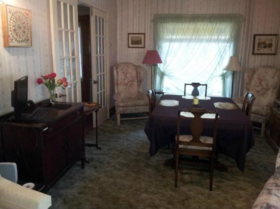 Andrea's Bed and Breakfast: Common Dining Area