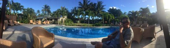 Muri Beach Resort: Recently refurbished pool and bar area is great