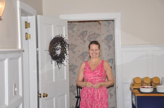 Snow Squall Bed and Breakfast: Melanie - Warm Smile from the Innkeeper