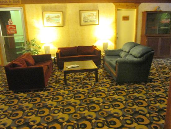 Downtowner Motor Inn: The common area.