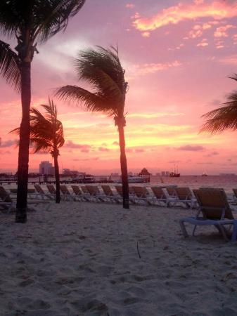 Presidente InterContinental Cancun Resort: Sunsets