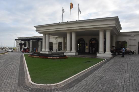 The Kingsbury Colombo Hotel Entrance