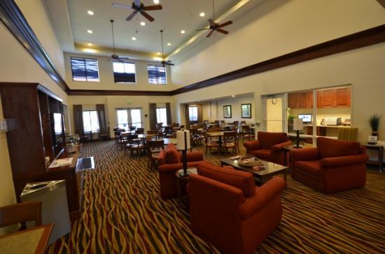 Homewood Suites by Hilton Denver West - Lakewood: La salle du petit déjeuner