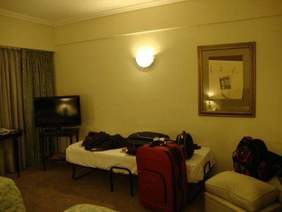Elevage Buenos Aires Hotel: Quarto triplo: show!