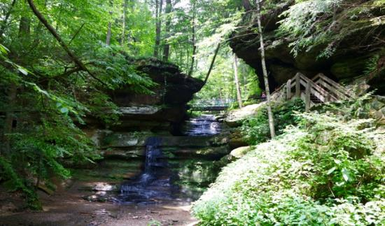 Cedar Grove Lodging and Events: Hike into Old Man's Cave