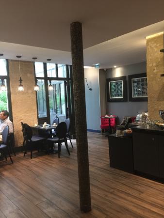باريس إيست لافاييت: Juillet 2015 Super hôtel , literie extra , personnel au top, petit déjeuner génial  2 jours de