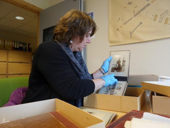 Grenselandmuseet: Studying the museum'¨s large collection of old photographs