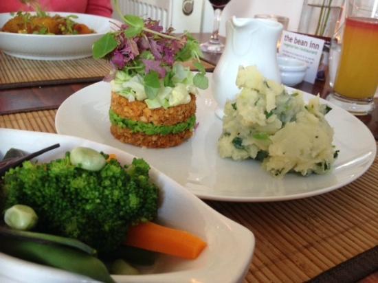 The Bean Inn Vegetarian Restaurant: Nut loaf roast dinner
