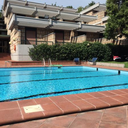 Garden Hotel: Camere su piscina