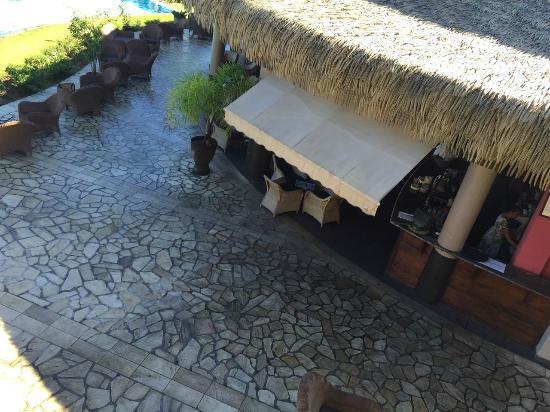 View from the balcony photo de tahiti pearl beach resort for Chambre 13 tahiti plage mp3