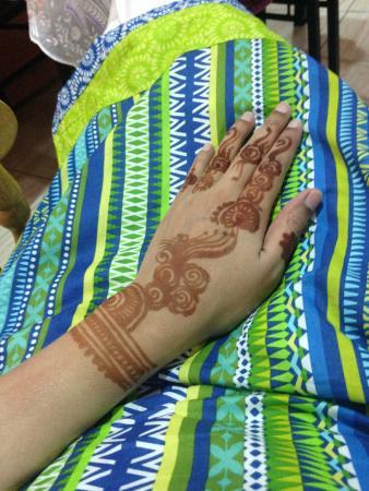 Nara Salon: Left Hand Henna Design