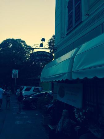 La Trattoria degli Amici: l'ingresso del ristorante