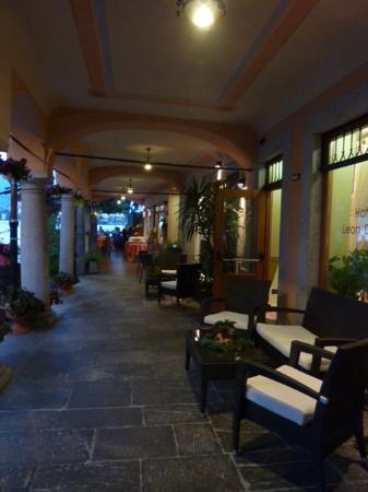Hotel Leon d'Oro d'Orta: entrance to hotel restaurant and bar