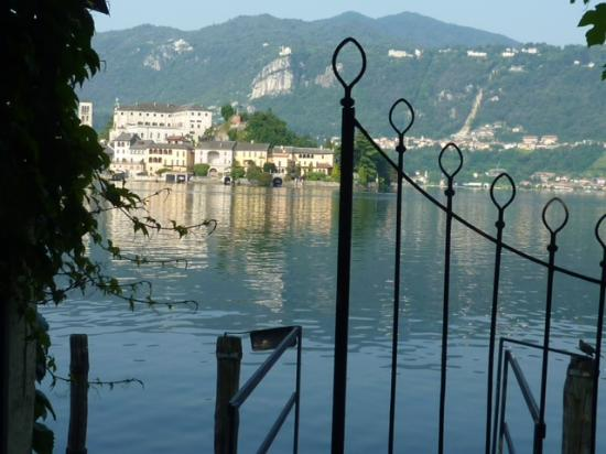 Hotel Leon d'Oro d'Orta: view from the Cortile to the lake