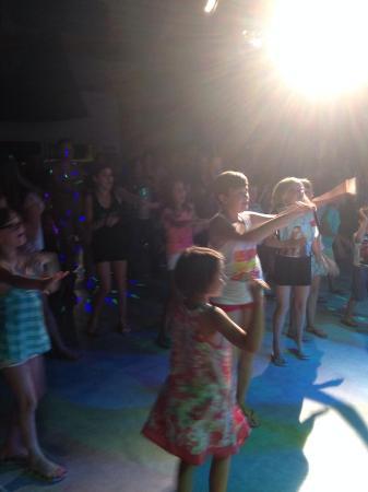 Aquatique Club Camping La Pinede: soirée dansante