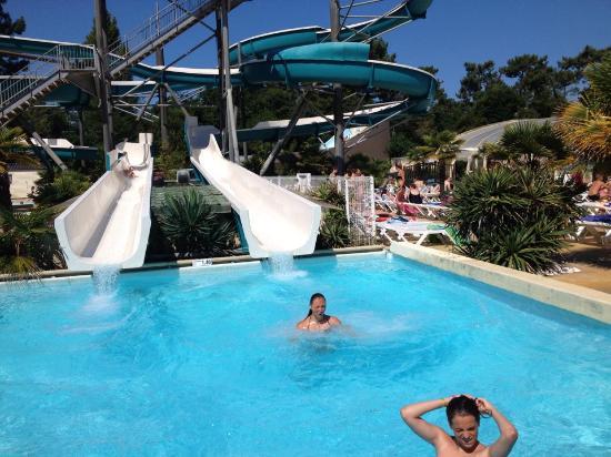 Aquatique Club Camping La Pinede: les toboggans