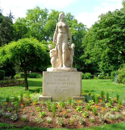 le jardin du Grand-Rond: entre chien et loup - Photo de Jardin du ...