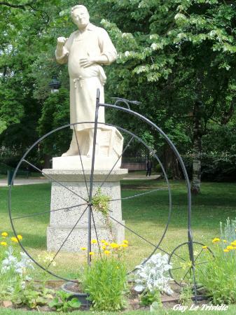 Statue d antonin merci repr sentant louis catherine vestrepain un po te toulousain du xixe si c for Jardin grand rond toulouse
