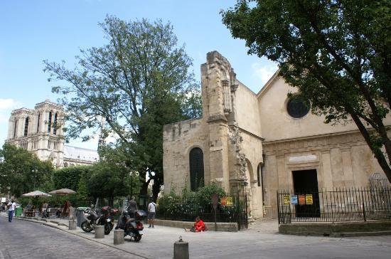 París, Francia: Façade de l'église et partie de l'ancien couvent